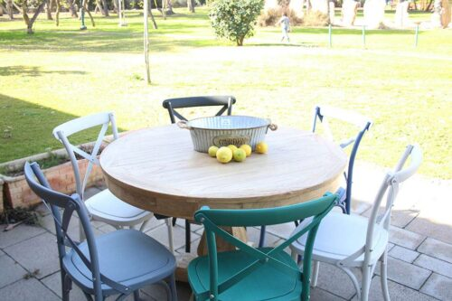 כסאות גינה צבעוניים בסגנון כפרי