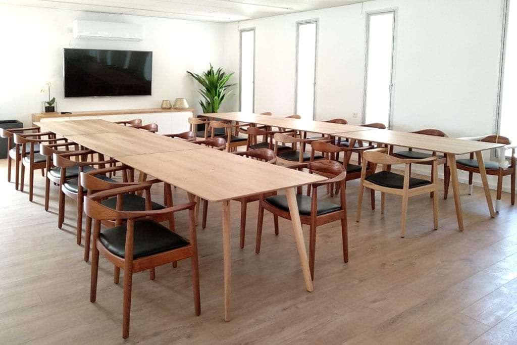 כסאות ושולחנות אוכל מעץ