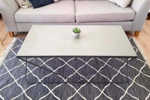 שולחן בטון