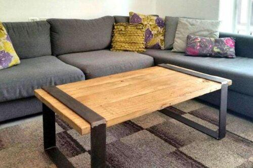 שולחן מעוצב מעץ וברזל לסלון