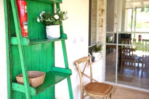סולם מדפים ירוק מעוצב