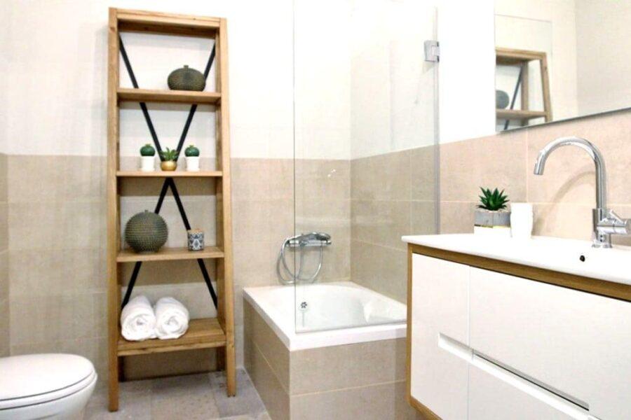 סולם מדפים מהודר לאמבטיה