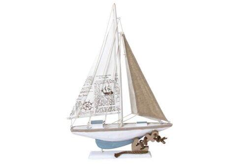 סירה מעוצבת מעץ