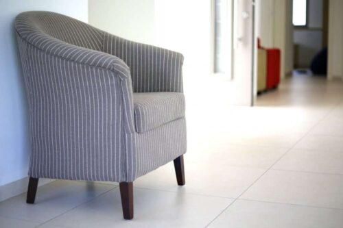 כורסא מעוצבת מבד פשתן