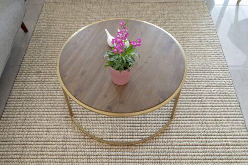 שטיח צמר ושולחן סלון