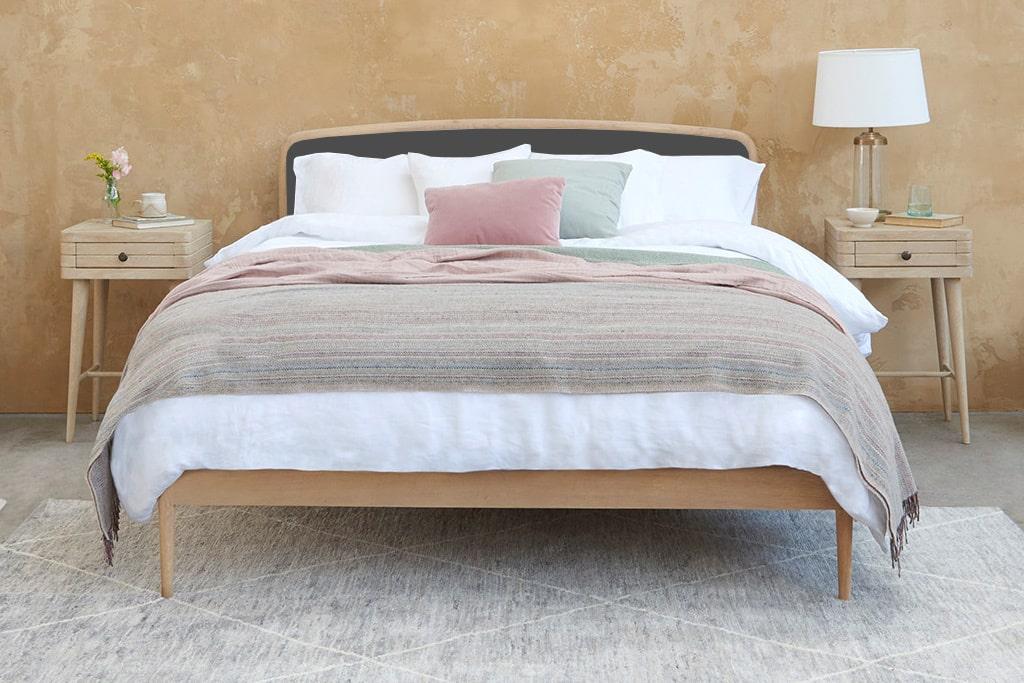 מיטה מעוצבת מעץ נורדי