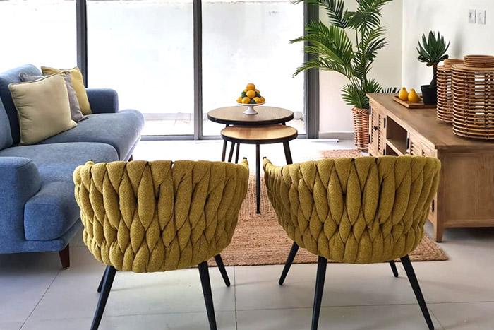 רהיטים בבתים כורסאות
